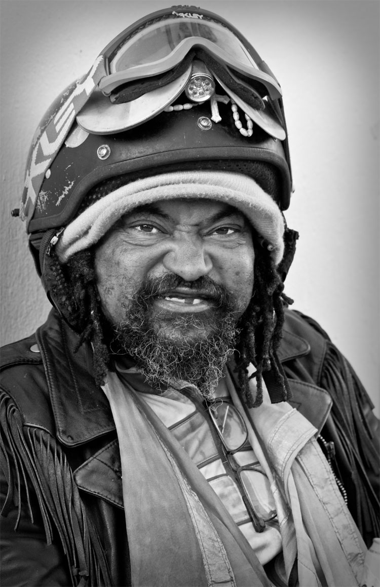 Nonostante non abbia né un lavoro ne una fissa dimora, Spencer non si considera un homeless, lui si definisce un ciclista, un vero ciclista. La sua unica proprietà è una vecchia bicicletta che ha sempre con sé e di cui è molto orgoglioso. Lui stesso mi ha chiesto di scattargli questa foto, senza bici.