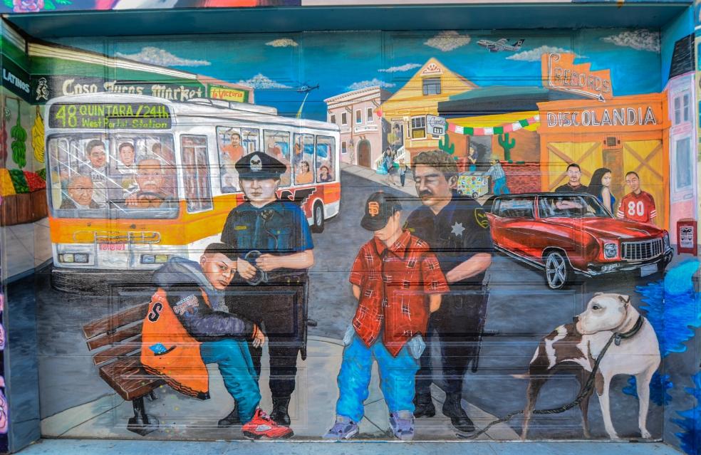 Murale che illustra una tipica situazione di conflitto tra i poliziotti e alcuni immigranti illegali