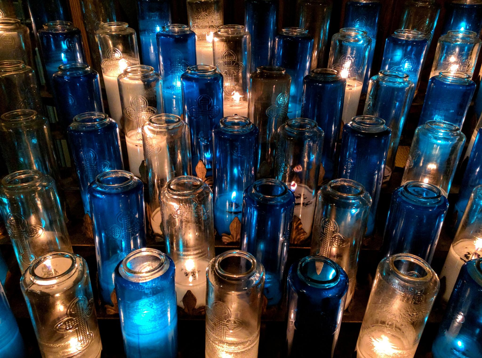 Candele votive nella Basilica di Notre-Dame a Montreal, regione del Quebec, Canada