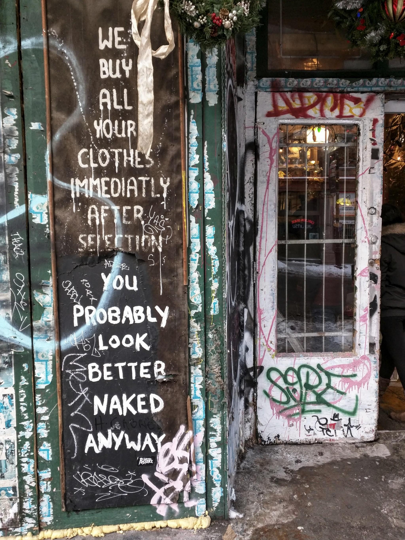 Negozio di vestiti usati in Rue Saint Laurent a Montreal, regione del Quebec, Canada