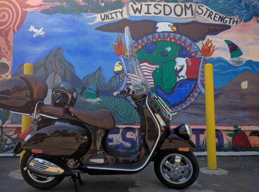 La Vespa e' multietnica e ama i murali latini