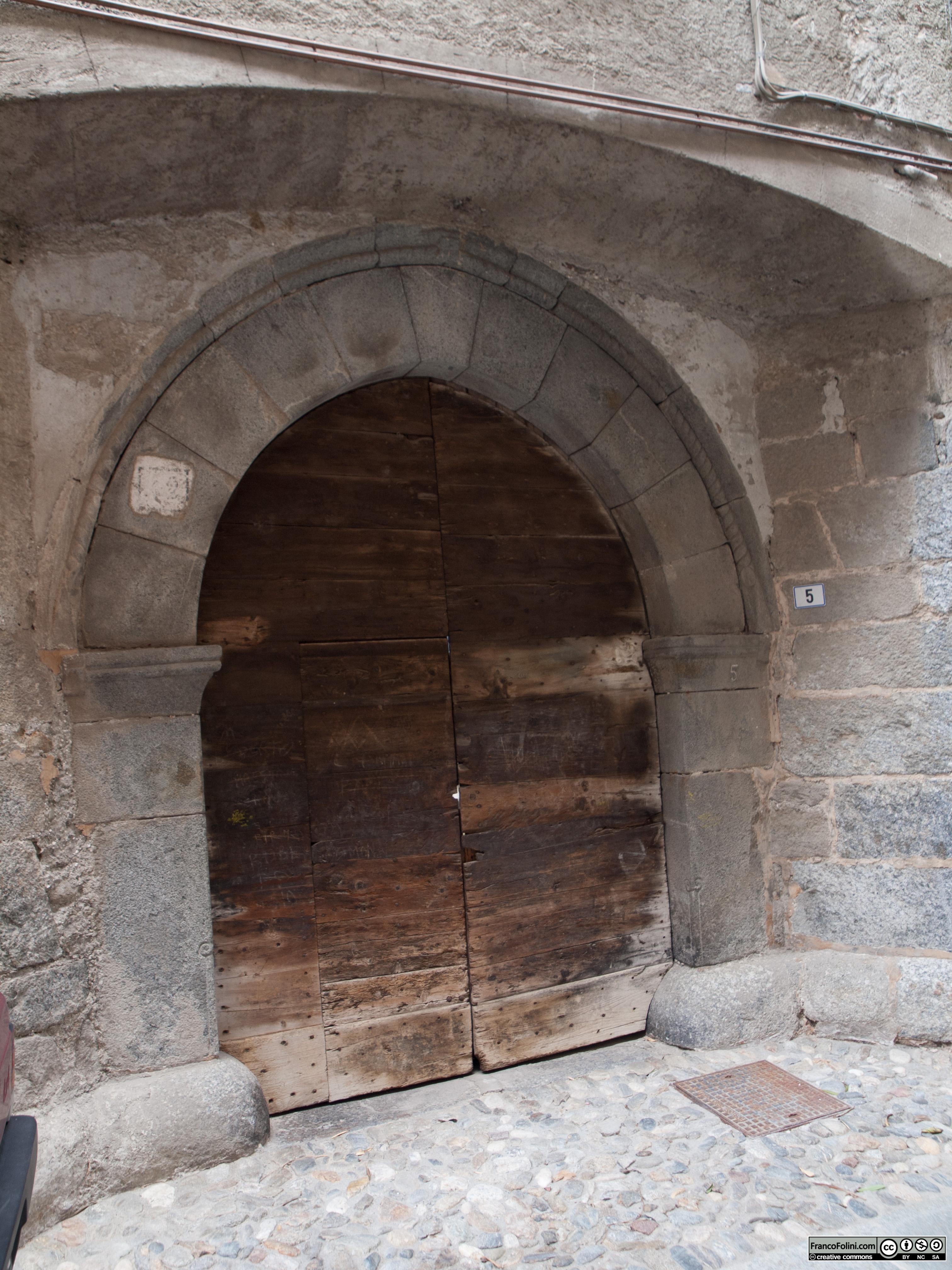 Angoli nascosti di Chiuro: antico portone di era rinascimentale