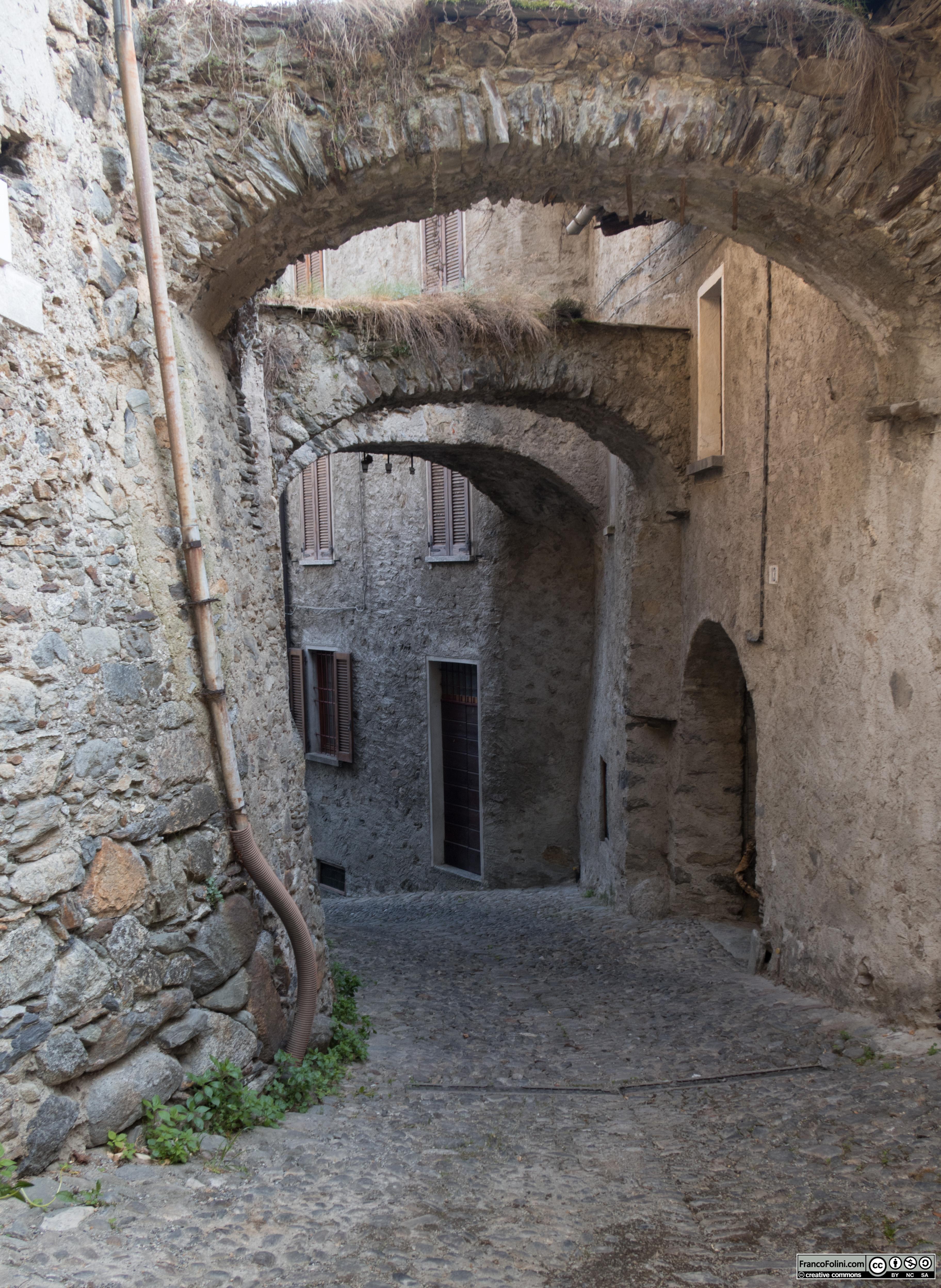 Incrocio tra via Pozzalio e via Paradiso, Ponte in Valtellina
