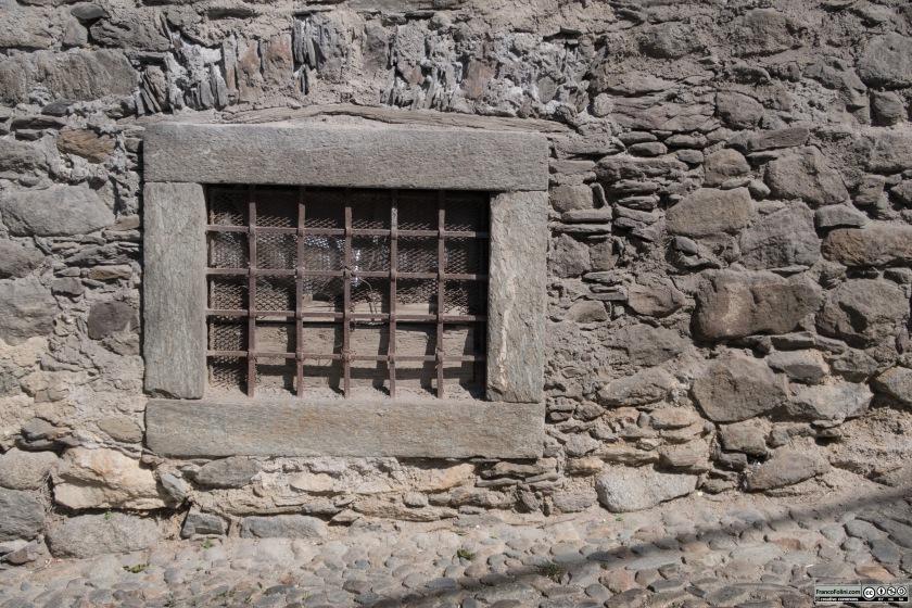 Antico finestruolo, Ponte in Valtellina