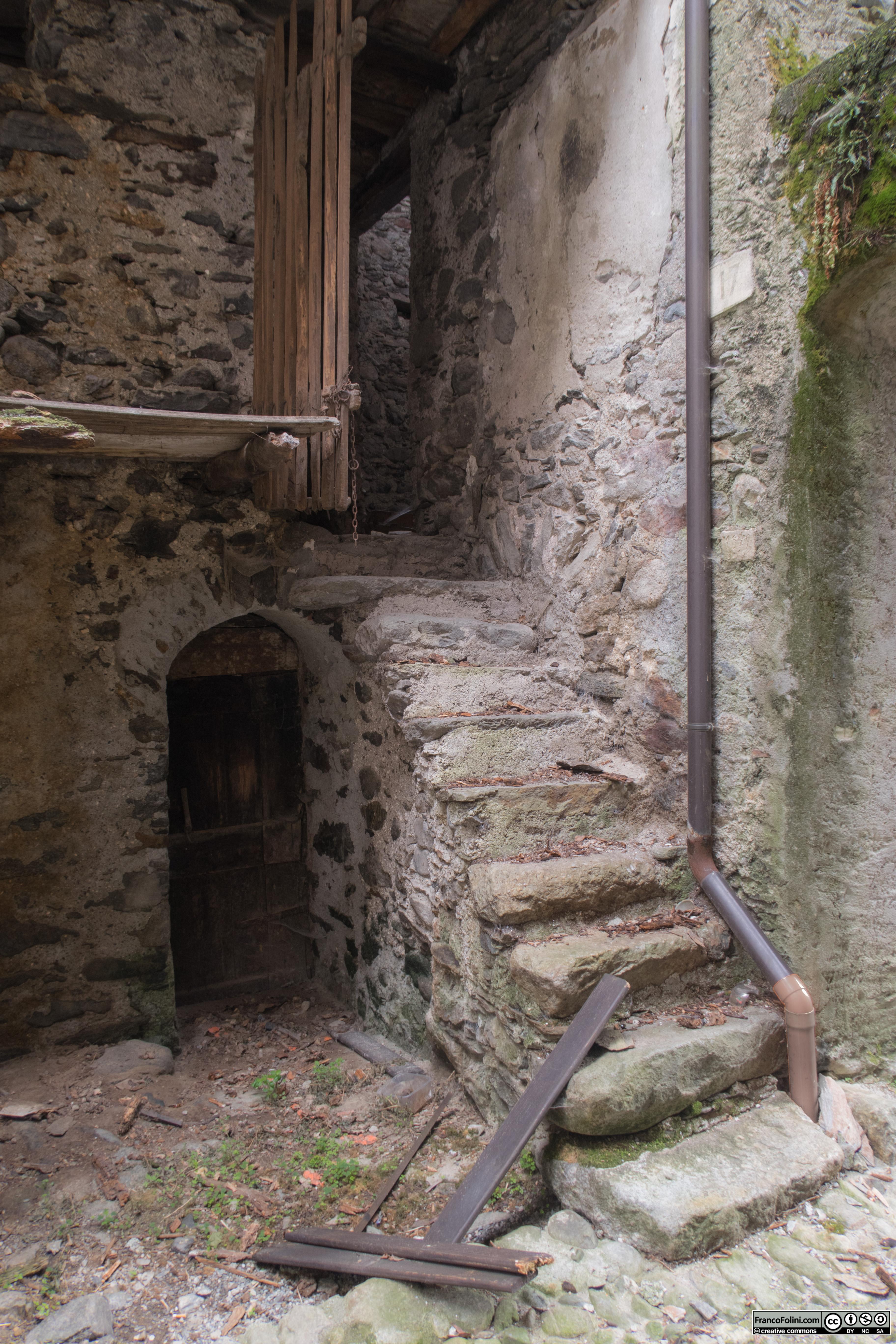 Angoli nascosti di Chiuro: antica casa contadina abbandonata