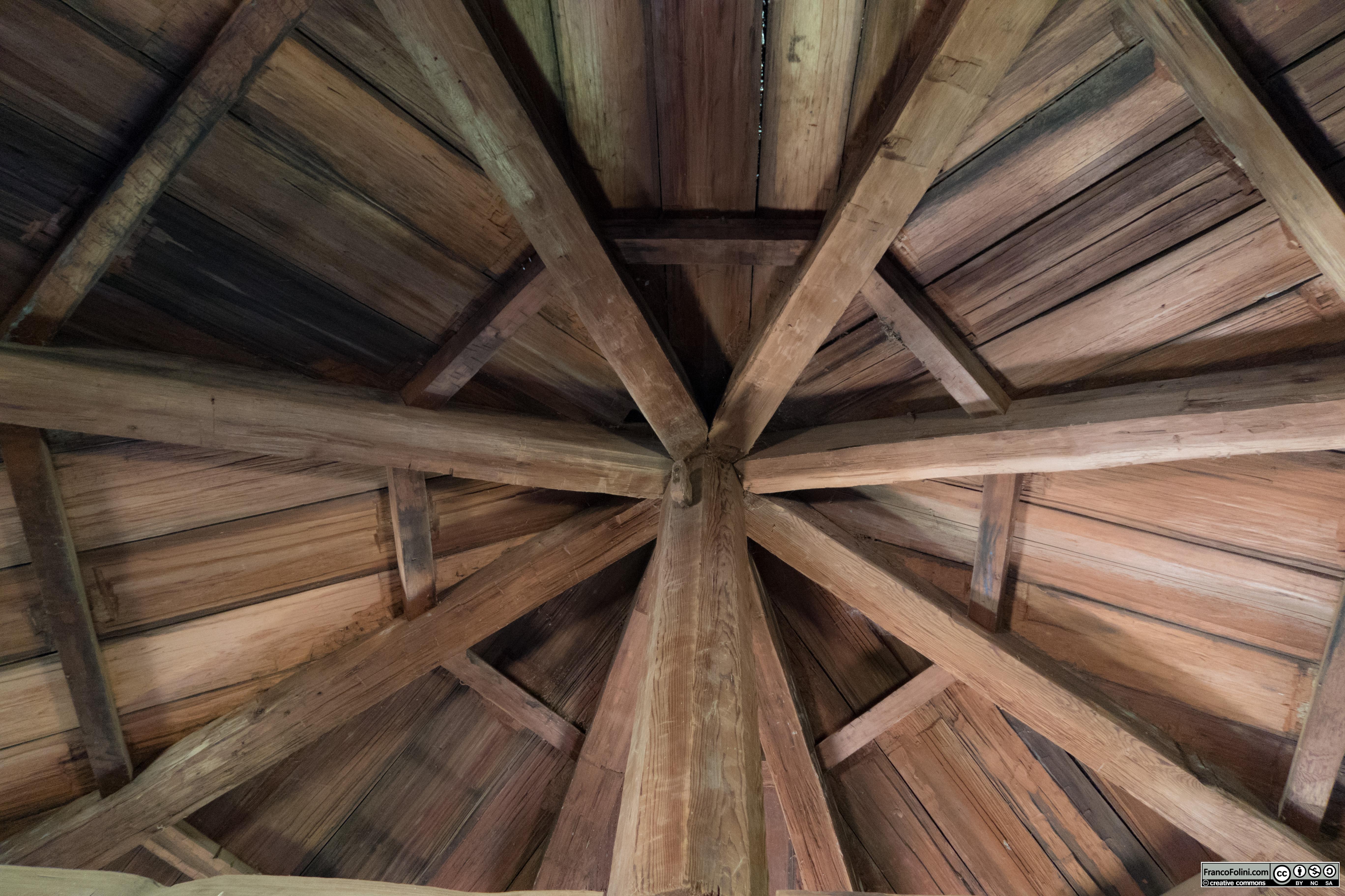Fort Ross: particolare del soffitto di una delle torri angolari.