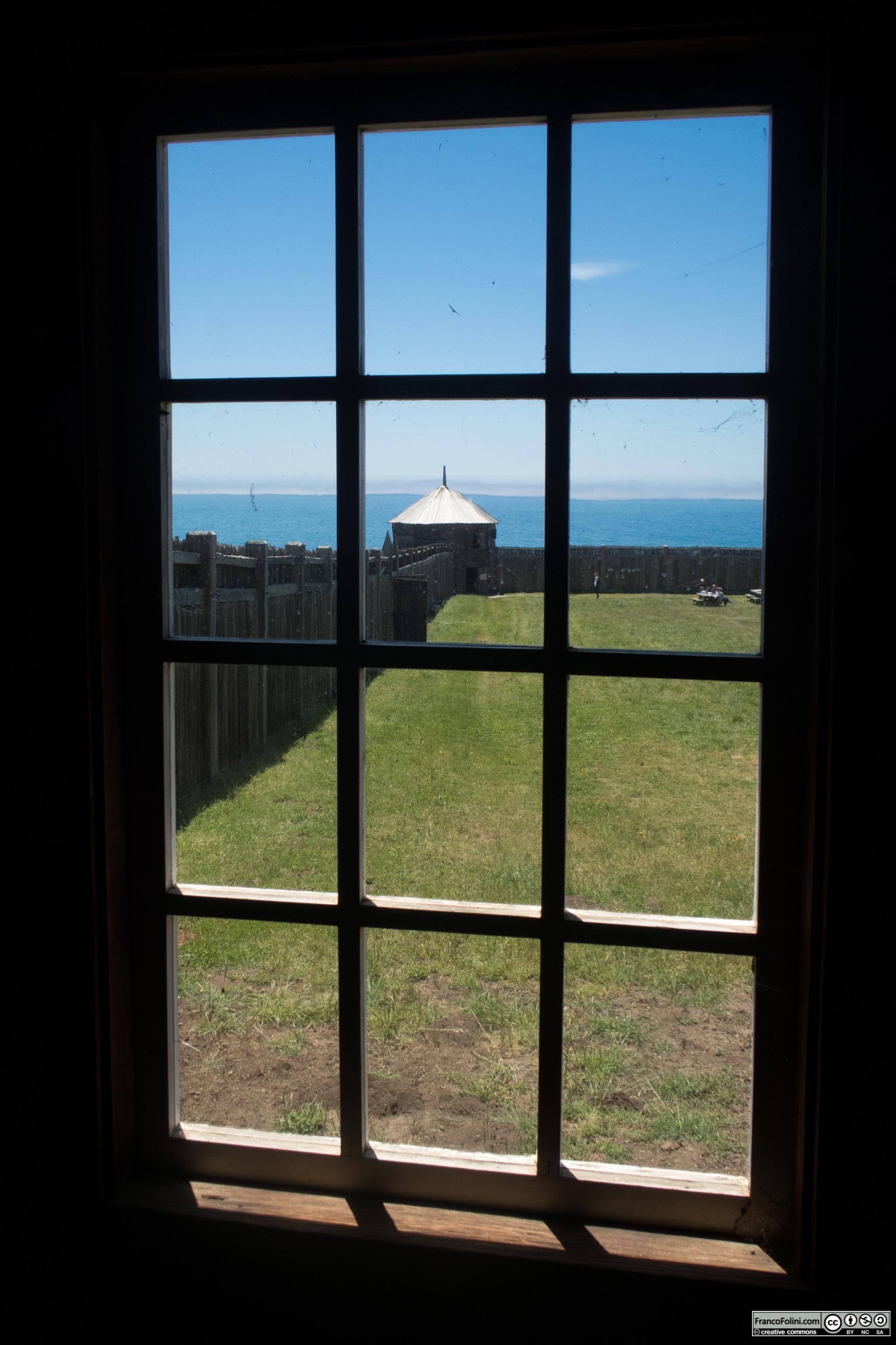 Fort Ross: muro di cinta e torre angolare