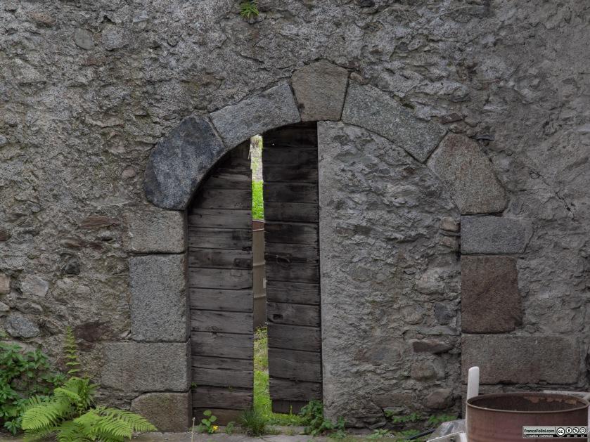 Angoli nascosti di Chiuro: Antico portale riadattato