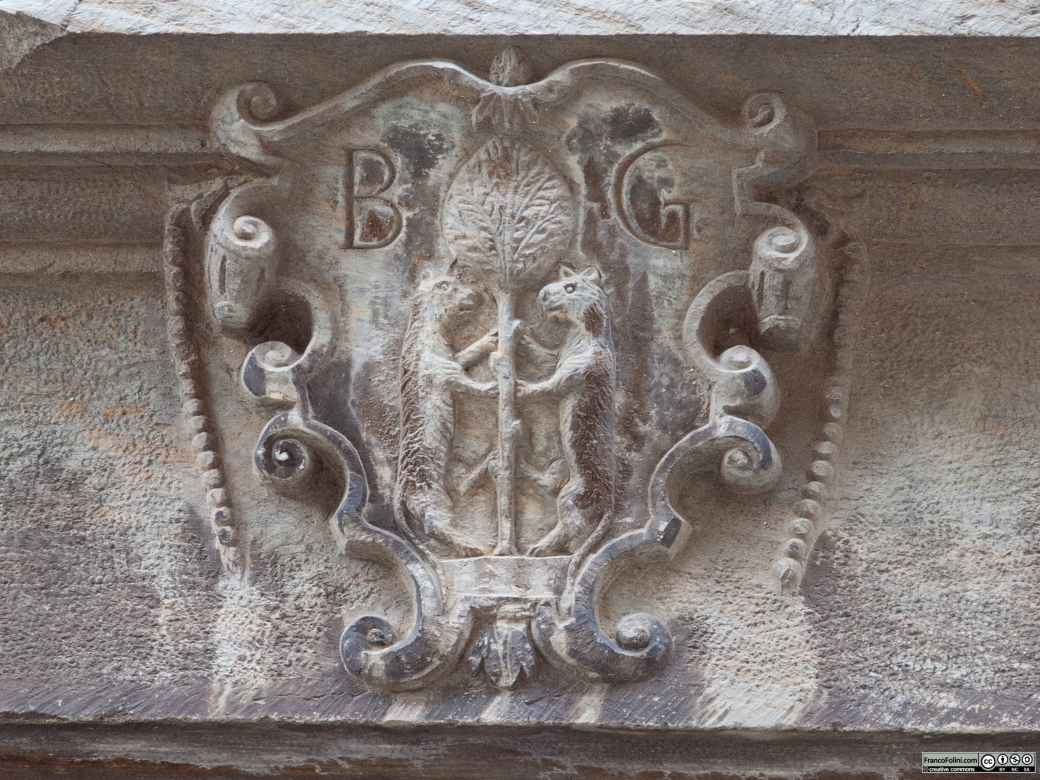 Angoli nascosti di Chiuro: stemma dell'antica famiglia chiurese Besta de Gatti