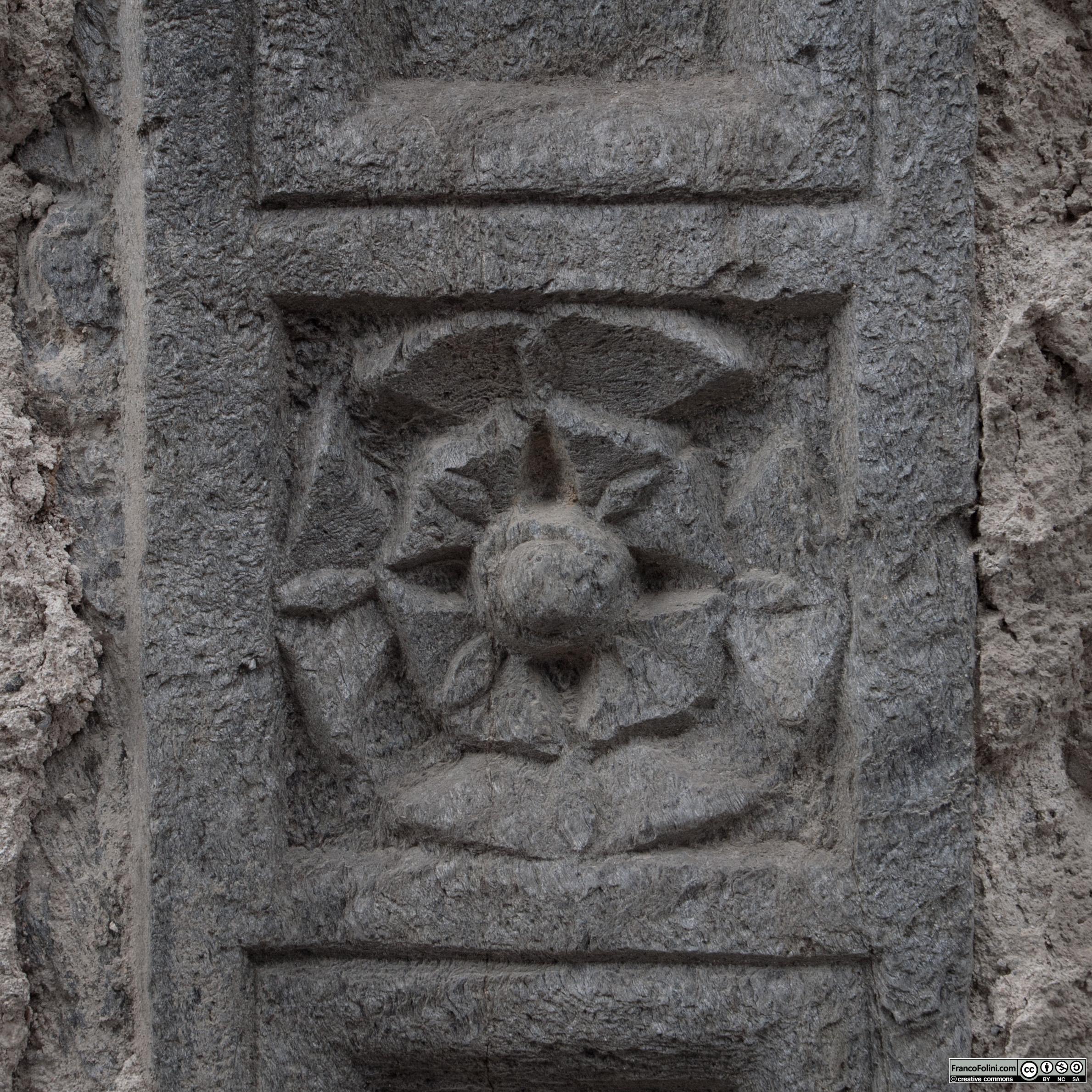 Angoli nascosti di Chiuro: Angoli nascosti di Chiuro. Decorazione di una finestra rinascimentale.