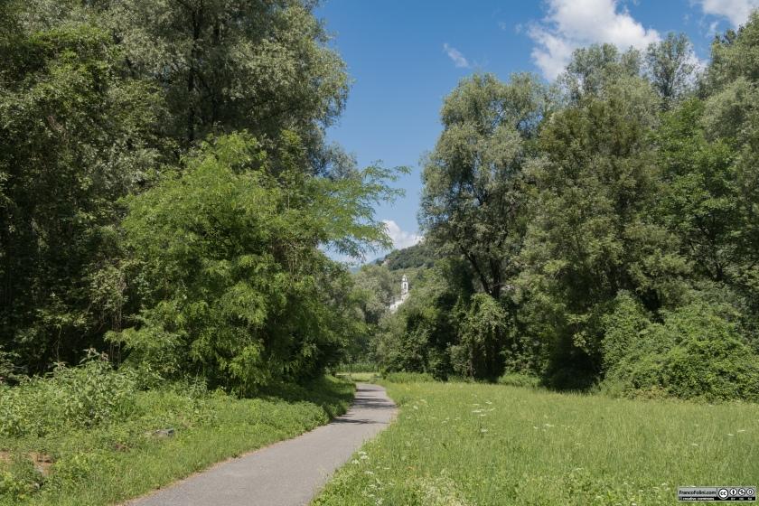 Sentiero Valtellina: il tratto della pista ciclabile tra San Giacomo di Teglio e Tresenda.