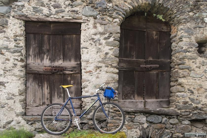 Sentiero Valtellina: una delle tante case rurali che si incontrano nel territorio del comune di Castello dell'Acqua