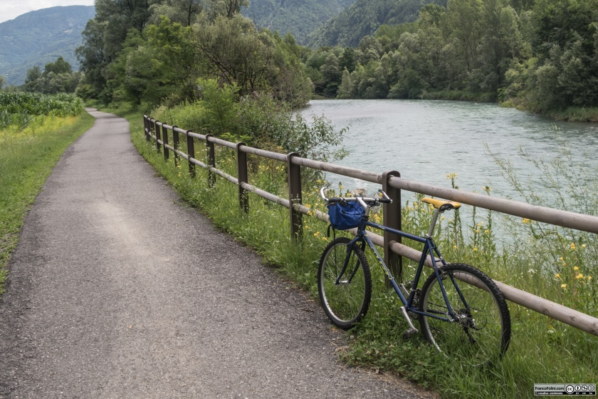 Sentiero Valtellina: il tratto della pista ciclo-pedonale tra San Giacomo di Teglio e Tresenda che corre lungo l'argine del fiume Adda
