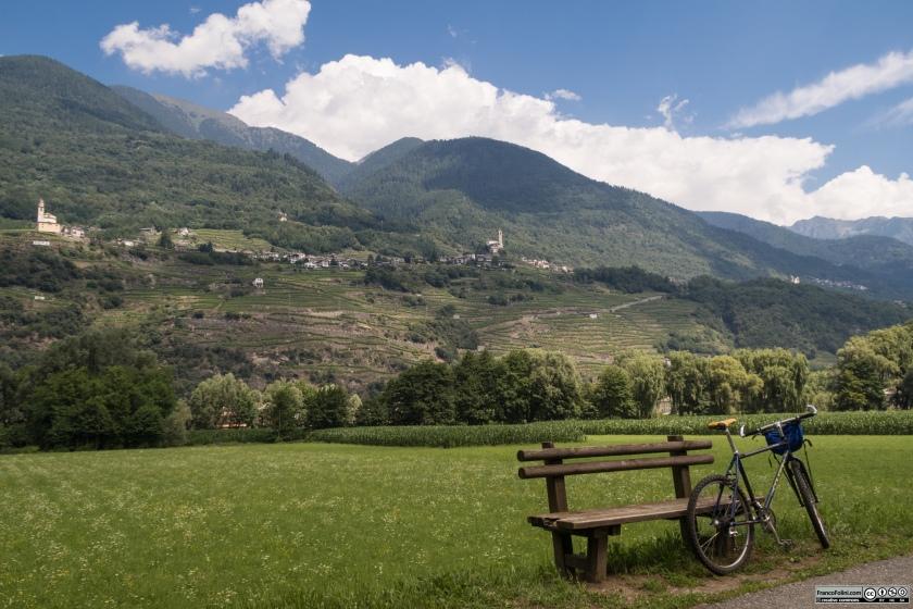 Sentiero Valtellina: sosta nel vede all'altezza dei Faedo, pochi km ad Est di Sondrio.