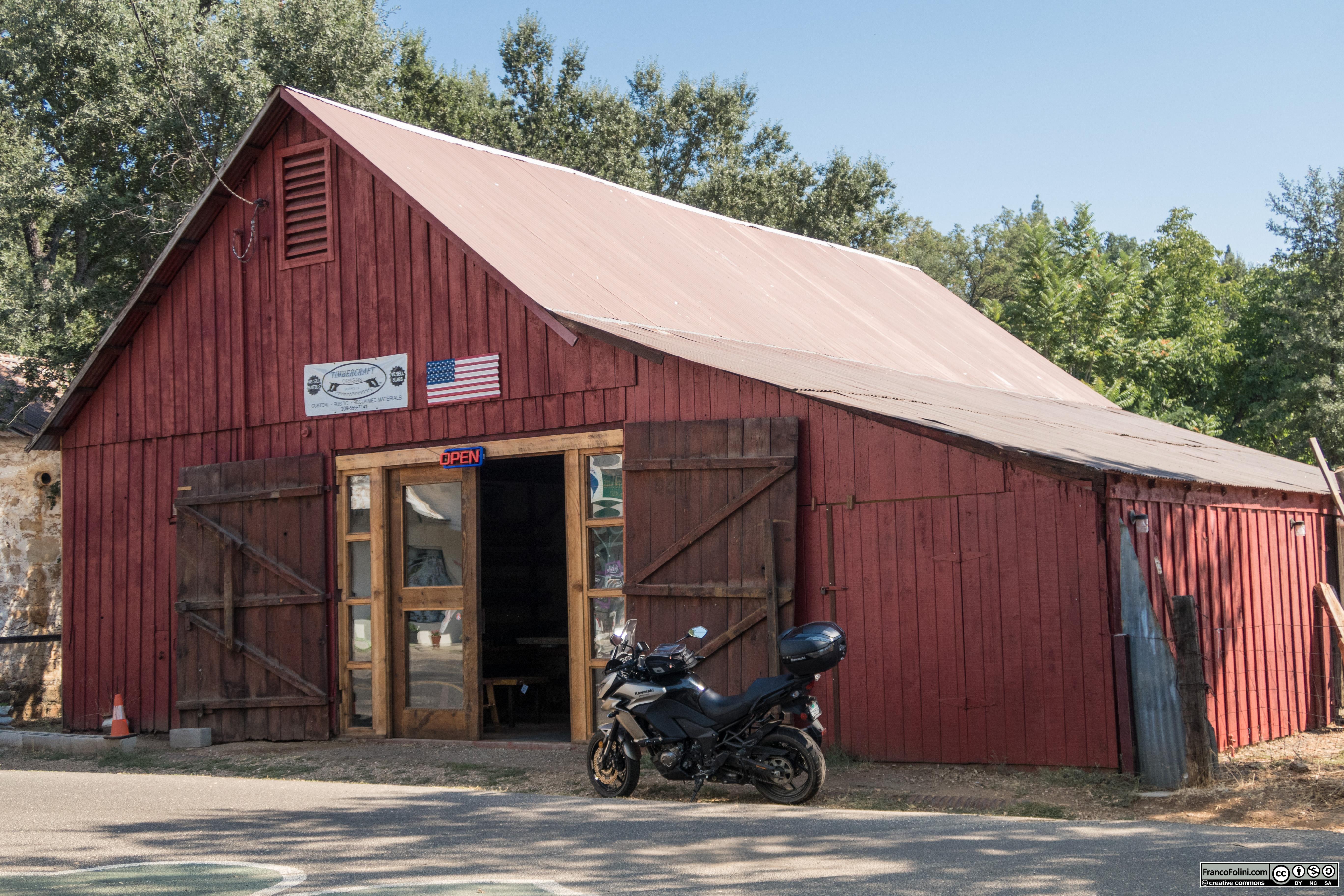 Old barn (now a shop) in Murphys, CA