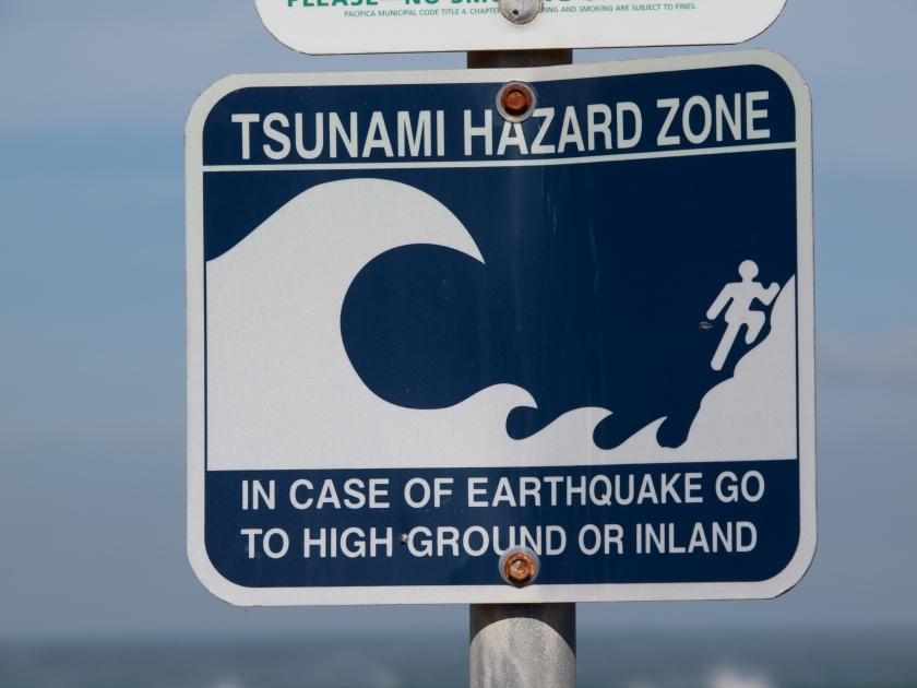 Il cartello che segnala il pericolo di tsunami