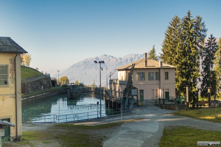 Il primo tratto della decauville termina in località il Gaggio. Qui si trova un bacino di raccolta delle acque e da qui partono le condotte forzate che alimentano la centrale idroelettrica sul fondovalle.
