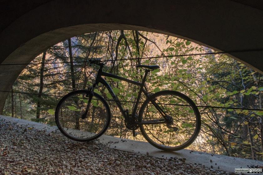 La decauville tra il Gaggio e Vedello venne protetta da frane e smottamenti con la costruzione di gallerie e di passaggi protetti.