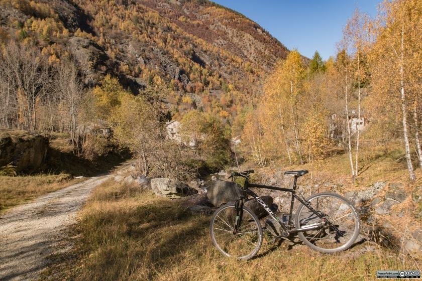 La località Vedello, poco sopra la centrale idroelettrica riprende il carattere selvaggio tipico di queste valli.