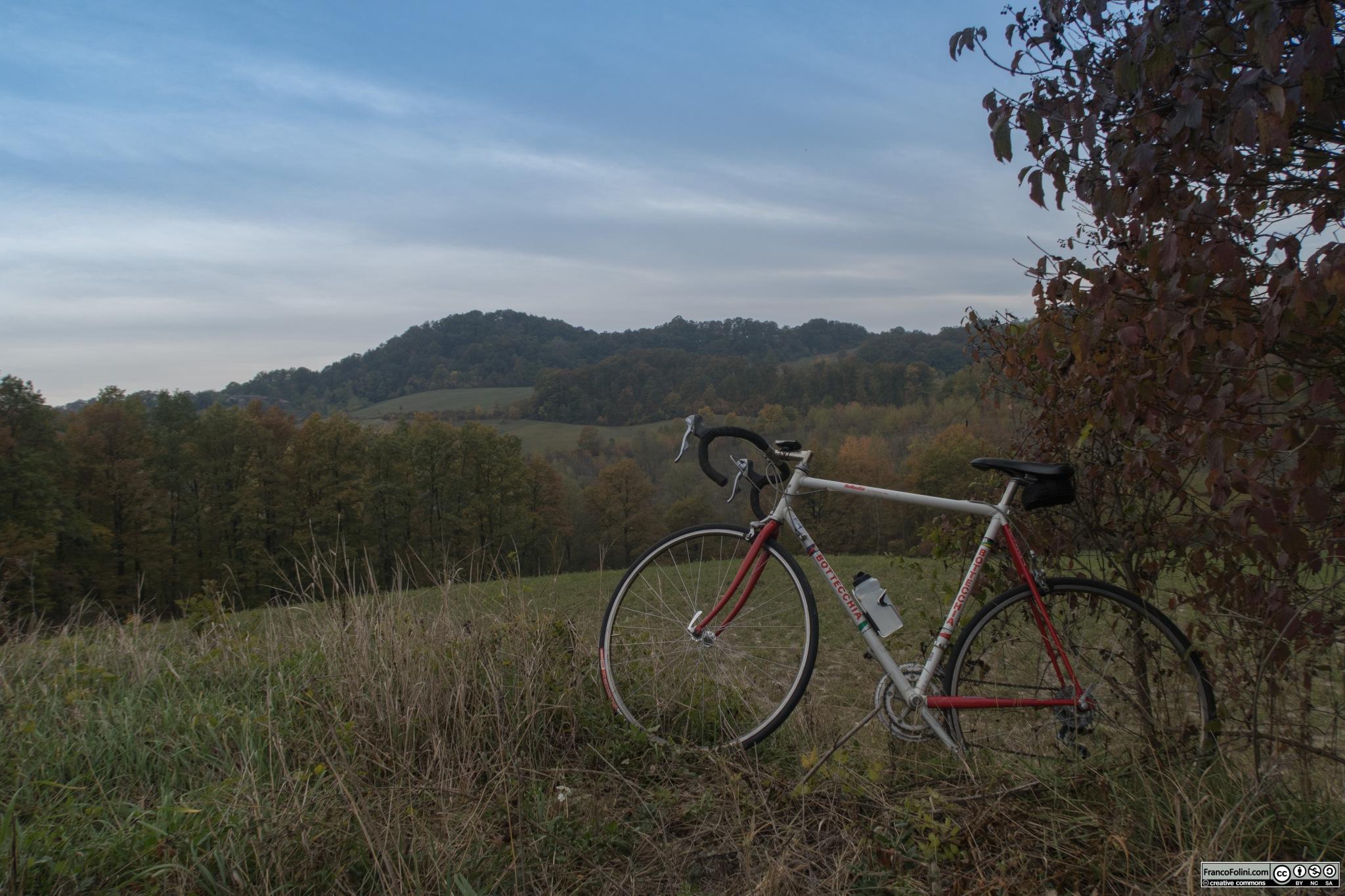 Le colline dell'Oltrepò Pavese in una mattinata ottobrina