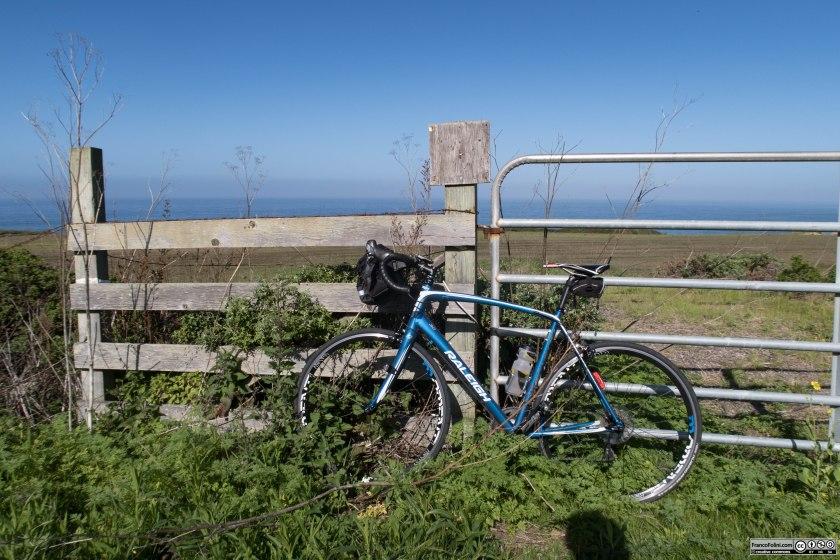 Foto della prima fermata per immortalare il paesaggio bucolico che si incontra appena usciti dall'abitato di Half Moon Bay e che pur con mille variazioni mi accompagnerà per gran parte del percorso.