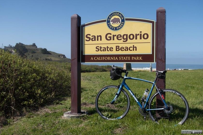 La bellissima spiaggia di San Gregorio caratterizzata da una laguna interna protetta dalle forti onde dell'oceano.