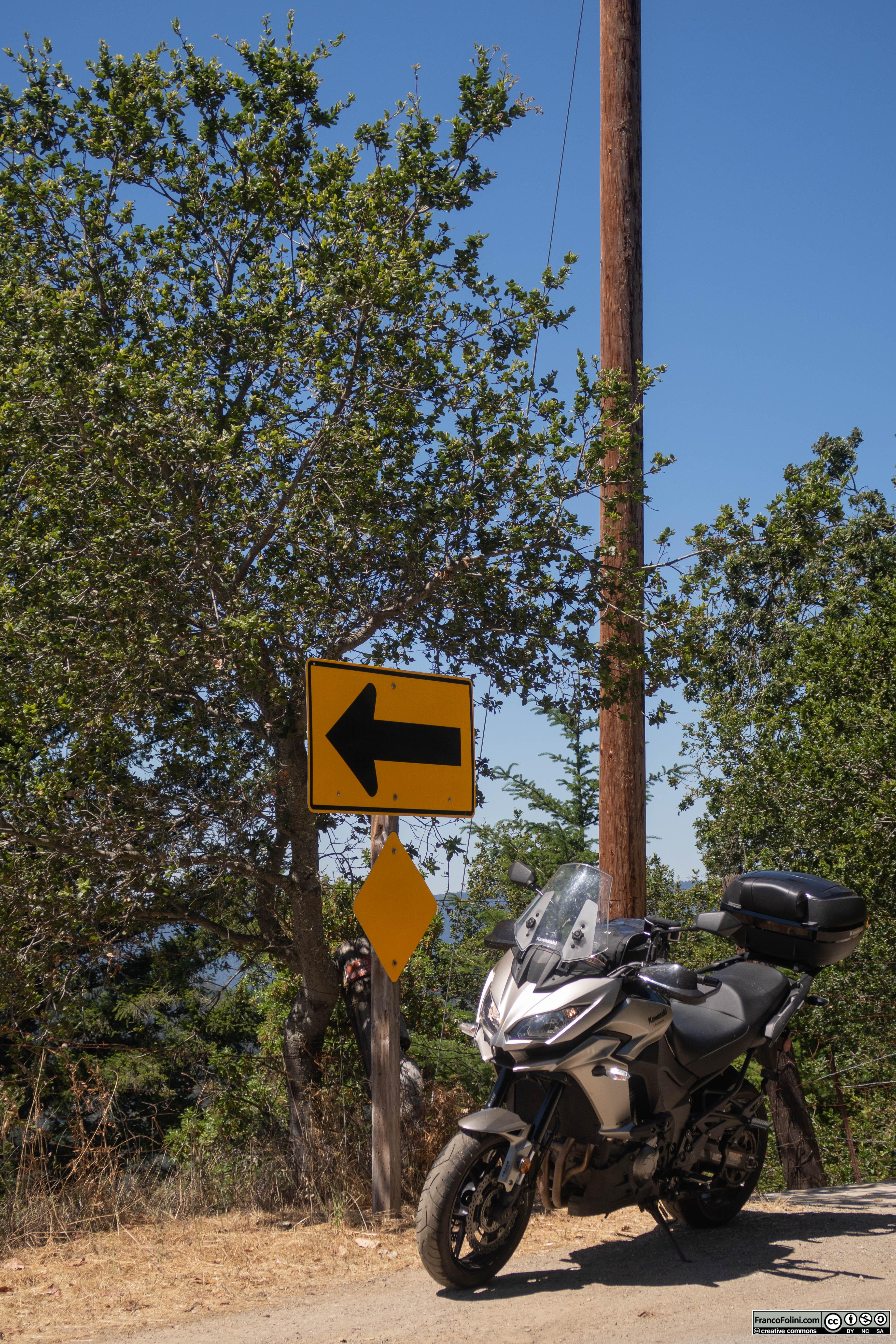 Breve stop per uno scatto fotografico lungo la California Route 35 all'altezza di Los Altos.