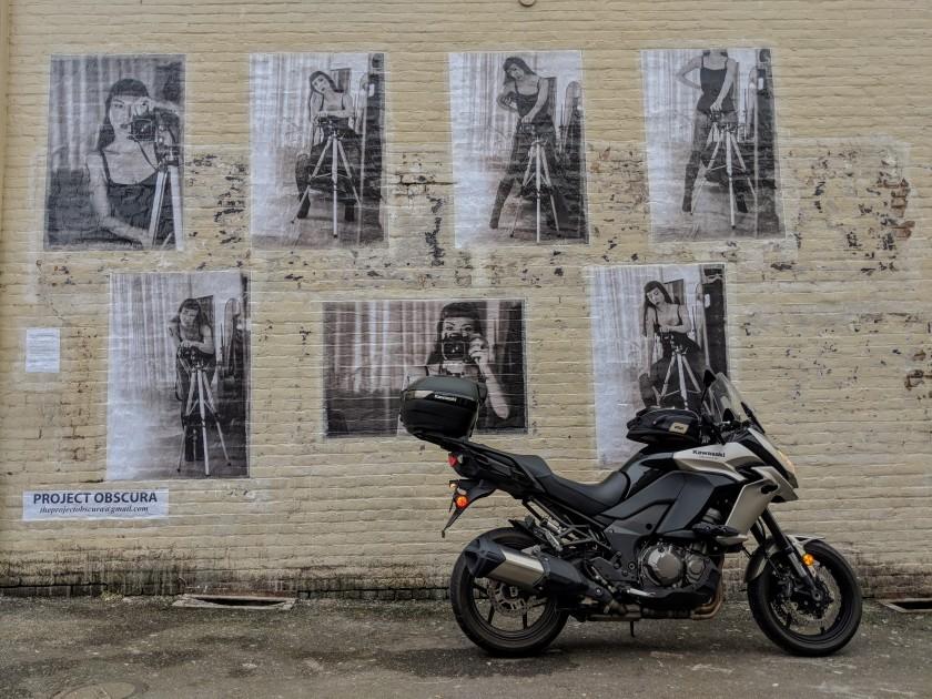 Murale nel centro di Arcata parte del progetto artistico Project Oscura.