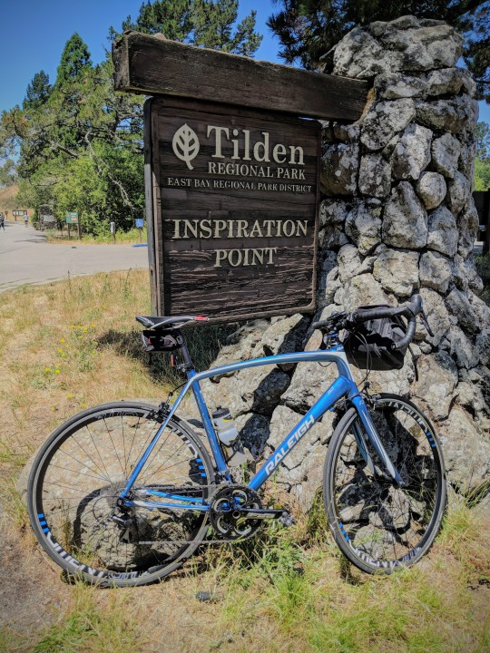 Inspiration Point, lungo la Wild Cat Canyon Road, e' il punto di partenza di numerosi sentieri per hikers, mountain-bikers e semplici camminatori domenicali.