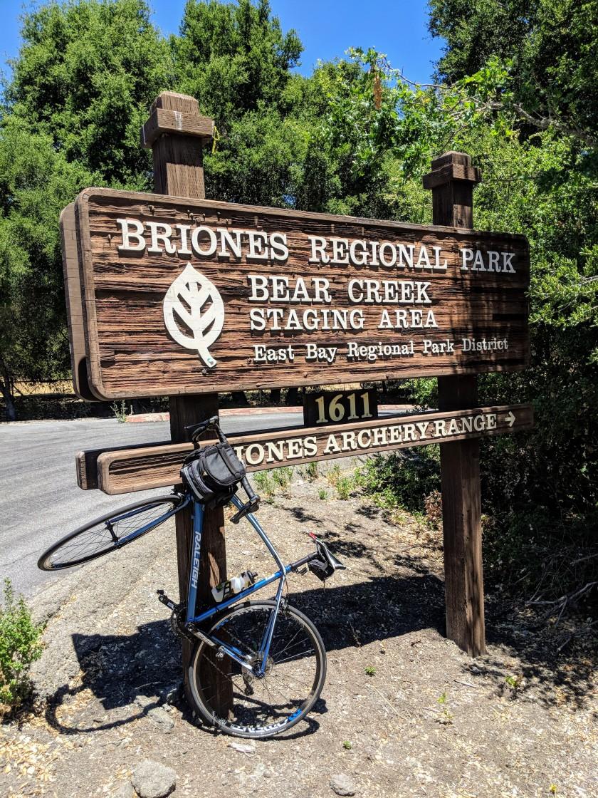 Briones Park è un grande parco che offre numerose opportunità per camminate sulle colline tipiche della california centrale.