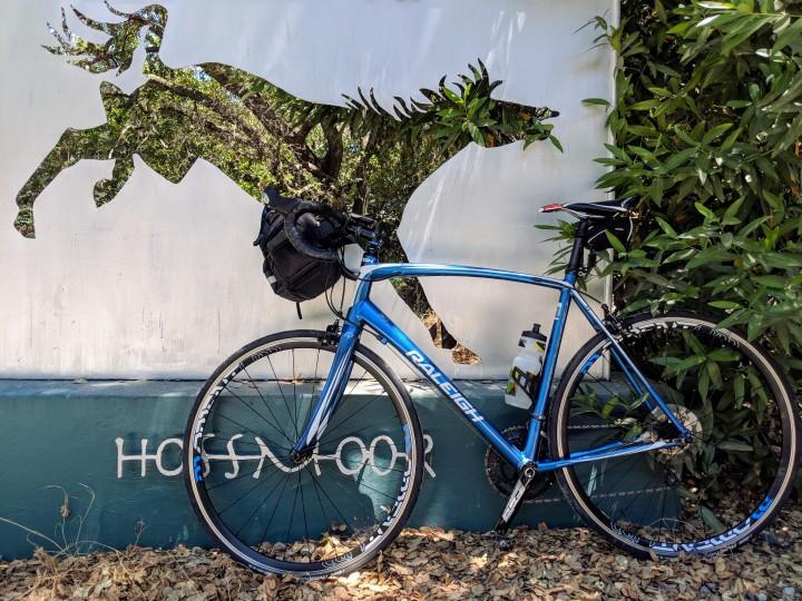 Il cartello d'ingresso del centro ippico chiamato Hossmoor ormai diventato uno stop di rito nelle mie escursioni domenicali in bicicletta.