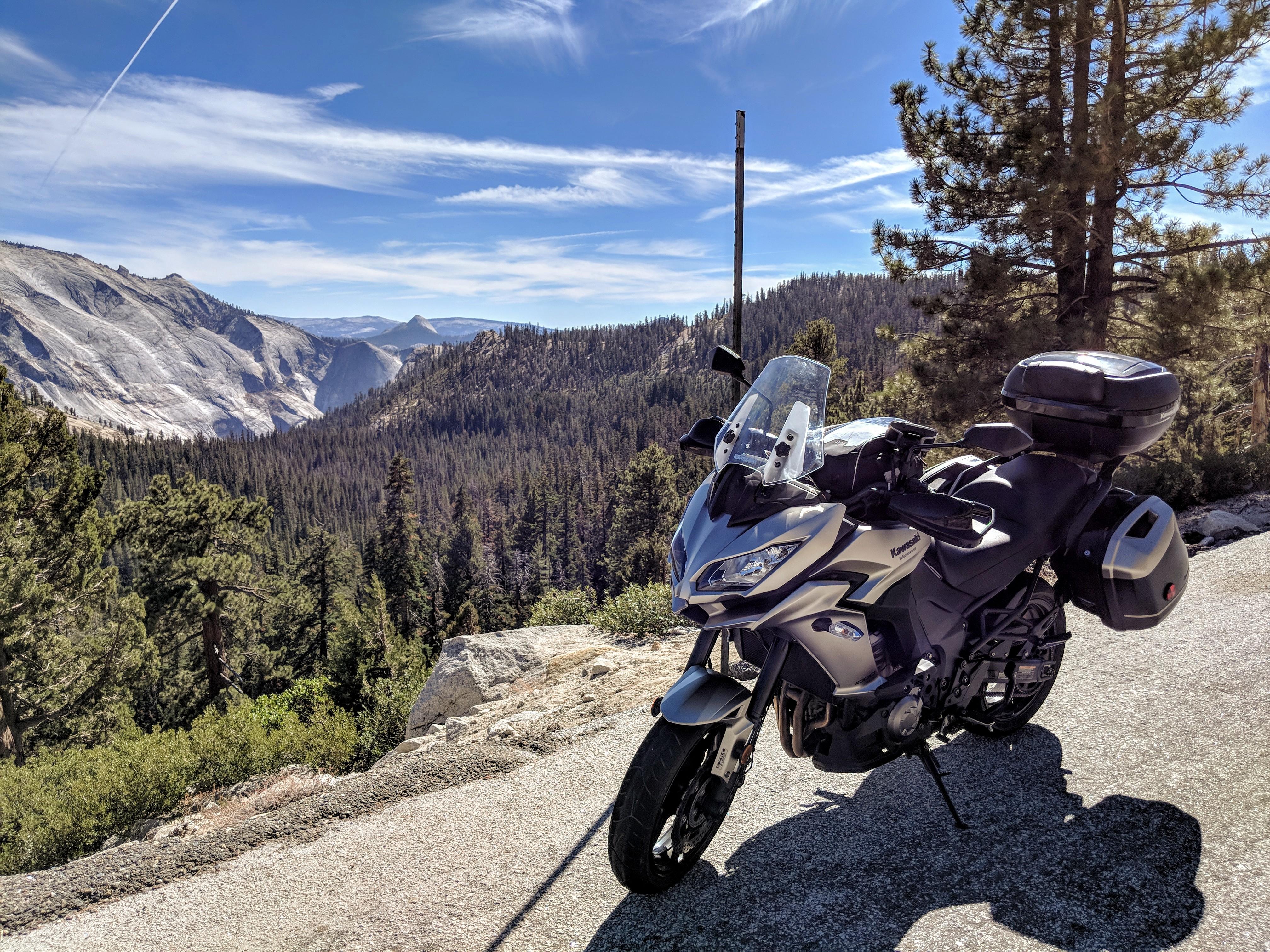 Attraverso la Sierra Nevada fino a Mono Lake in sella alla Kawasaki Versys 1000