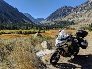 Finalmente, giunti in fondo alla strada del Tioga Pass, possiamo volgerci all'indietro a riguardare un'ultima volta i luoghi selvaggi che abbiamo attraversato.