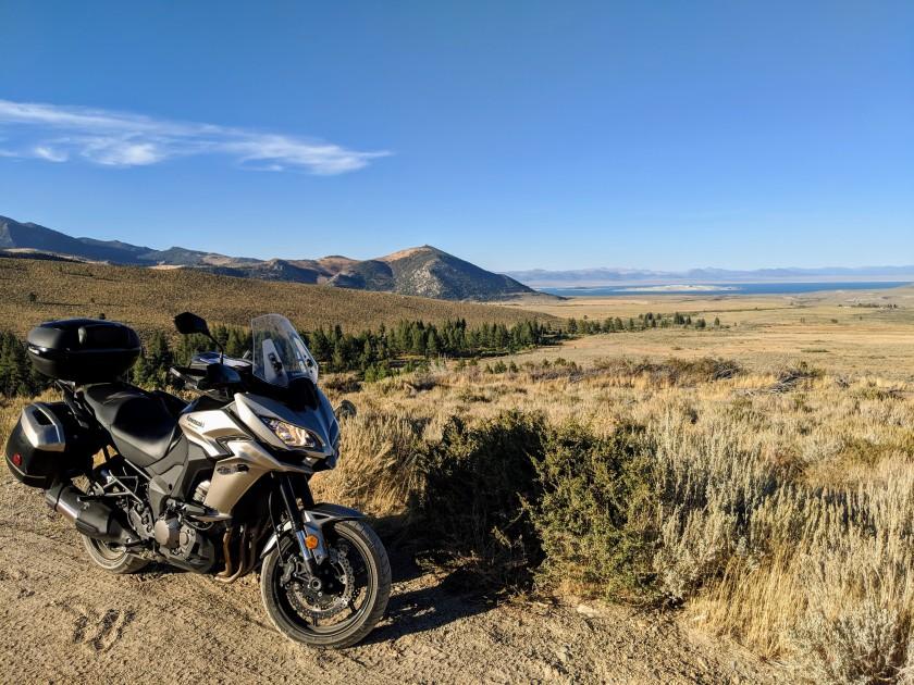 Altra vista delle aride e inospitali praterie attorno a Mono Lake.