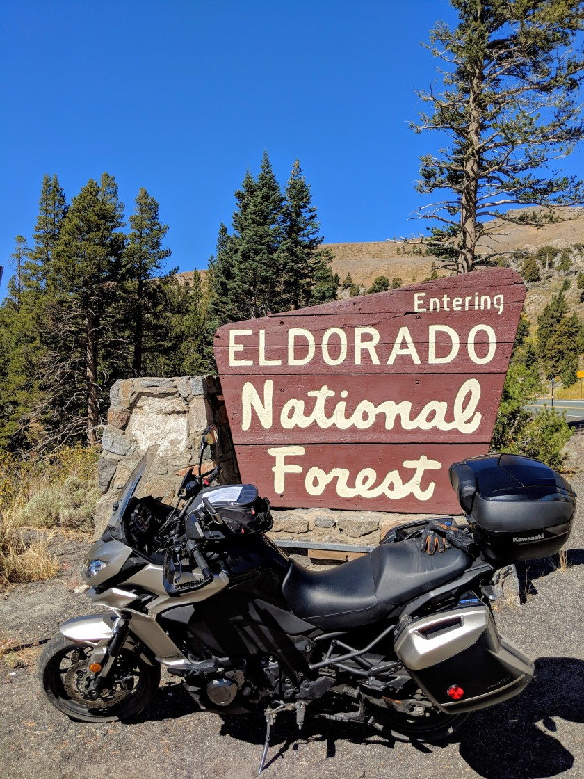 Appena passato il Kit Carson Pass (2613 metri) un cartello annuncia l'inizio della Eldorado national Forest.