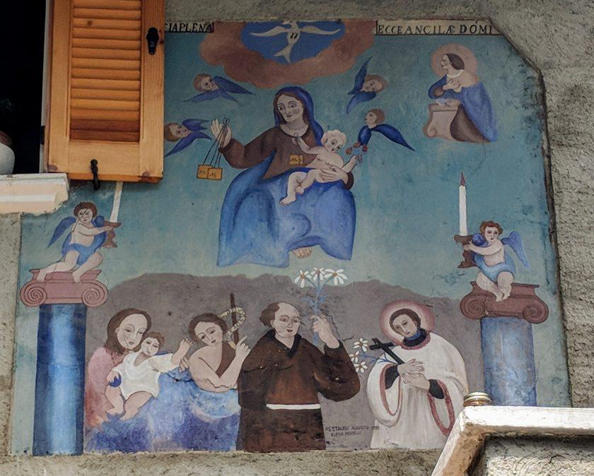 Affresco votivo restaurato che rappresenta Sant'Antonio e San Luigi Gonzaga in Adorazione della vergine Maria.. Arigna, contrada Fontaniva, Valtellina.